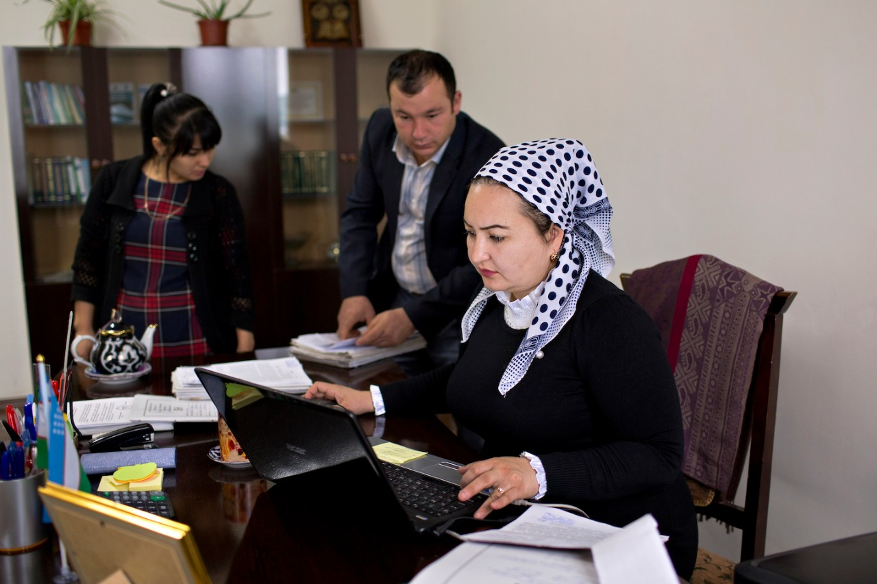 A judge at a civil court in Bukhara, Uzbekistan uses the E-SUD system, which she says helps combat and prevent corruption